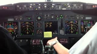 getlinkyoutube.com-Boeing 737 Landing Cockpit View [HD]