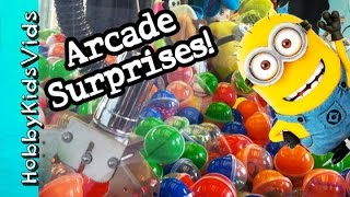 getlinkyoutube.com-ARCADE Games SURPRISE Eggs! Catch A Minion Claw Challenge + Open Toys by HobbyKidsVids