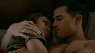 getlinkyoutube.com-The Vampire Diaries: 8x07 - Bonnie and Enzo kiss in bed, she calls Caroline [HD]
