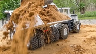 getlinkyoutube.com-RC dump truck ACTION! Overload and stuck at the construction site!