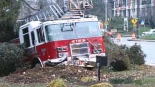 getlinkyoutube.com-911 FIRE Trucks crash while responding