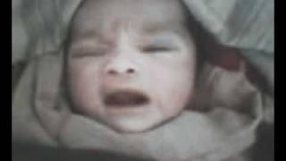 Allahu Ekber, një fëmijë i posalindur e përmend Allahun ...