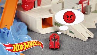 getlinkyoutube.com-Ultimate Garage Funny Business  | Hot Wheels
