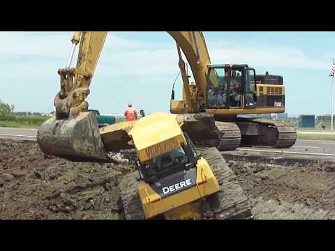 345cl Excavator Pulls Out 2 Deere Dozers From A Canal stuck