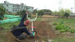 getlinkyoutube.com-小型摺疊式耕耘機CY80快速開溝實況 假日農夫