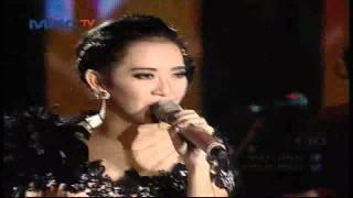 "getlinkyoutube.com-Ratna Antika feat Rena "" Ngamen 5 "" - MNCTV Roadshow Gresik (6/6)"