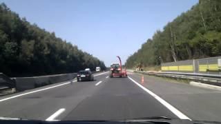 getlinkyoutube.com-Extrem betrunkener Traktorfahrer auf der A2