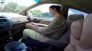 Mujer tiene un bebe de 10 libras en el auto / Women gives birth to 10 lb in car