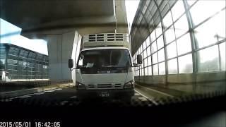 getlinkyoutube.com-【転載自由】DQNトラックが足をのせて煽り運転!【名古屋走り】