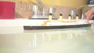 getlinkyoutube.com-Titanic models sinking