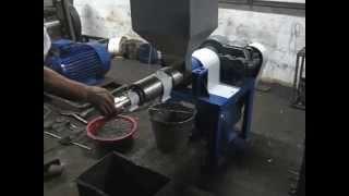 getlinkyoutube.com-Запуск и процесс работы маслопресса ММШ-130