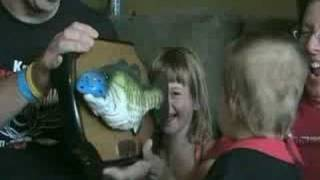 getlinkyoutube.com-Cole & Emma VS Billy Bass Fish