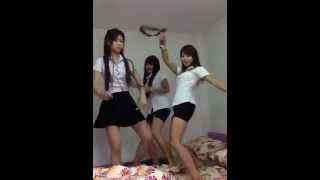 Thai School Girls Dance at the  Room