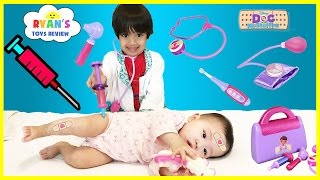 getlinkyoutube.com-Doc McStuffins Ryan Twin Babies Check Up Gives Tummy needle Shot and farting baby