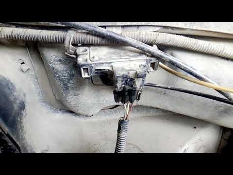 Где в Daewoo Леганза датчик уровня топлива