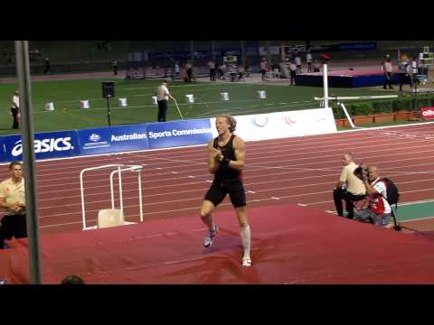 Steve Hooker - Pole Vault @ Sydney Track Classic 2010. In HD!