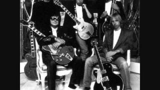 getlinkyoutube.com-Traveling Wilburys   Tweeter And The Monkey Man