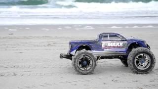 getlinkyoutube.com-Traxxas E-Maxx Beach Bashing