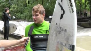 getlinkyoutube.com-Eisbachsurfen in München (Starring: Local-Surfer Timo von Wagenhoff)
