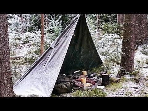 ERSTER SCHNEE!!! Viel Bushcraft im Wald (Bienenwachs Fackeln herstellen, Schnitzen, Lagerbau, Natur)