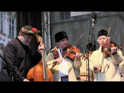 PRAHA - koledování TETEK z Kyjova a Horňáckého mužského sboru na Staroměstském náměstí 4