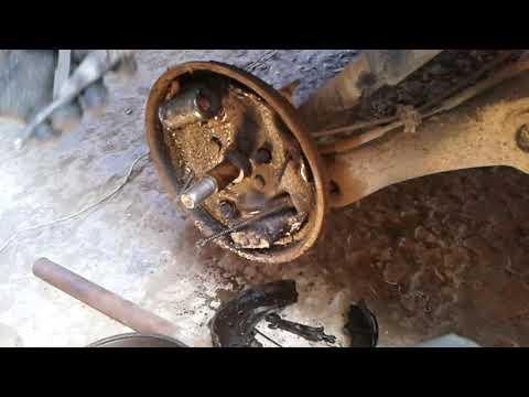 Как на рено канго снять задние колодки и торм цилиндр часть 1