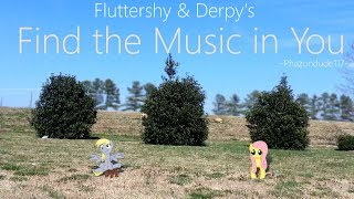 getlinkyoutube.com-My Little Pony - In Real Life - Fluttershy shows Derpy the Music!