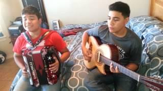 getlinkyoutube.com-El de los lentes carrera - Jesus Mendoza & Alejandro Salas