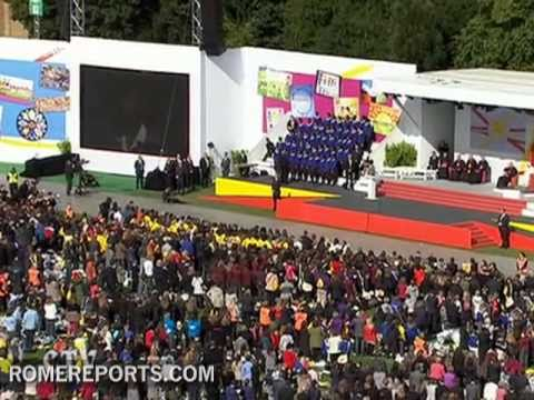 Spectacular Gospel Choir sings during Pope's meeting with young people
