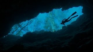 getlinkyoutube.com-Freediving the Caves at Ginnie Springs Part 1 - The Amazing Dives of the World - The Other Blue