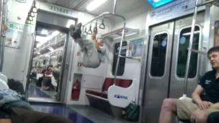 getlinkyoutube.com-지하철 태권도 할아버지 Taekwondo Gramps on Subway