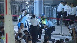 getlinkyoutube.com-Hong Kong protesters enter government compound