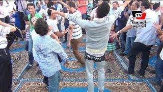 getlinkyoutube.com-شيوخ وشباب يرقصون «بلدي» على أغنية بشرة خير