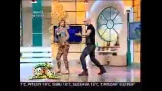 getlinkyoutube.com-Neatza cu Razvan si Dani - Mihai Bendeac a sarutat-o pe vecina Flavia Mihasan!
