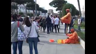 getlinkyoutube.com-پی بردن به ترفند این دو معرکه گیر در شهر رم  زیاد هم دشوار نیست