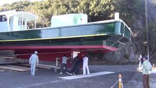 大型釣り船の進水式