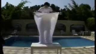 getlinkyoutube.com-الساحر السعودي أحمد والاختفاء من مكانه في حمام السباحه