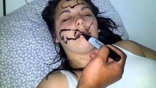 مقلب جميل في فتاة نائمة