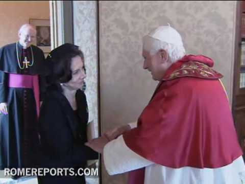 Pope receives new Philippine Ambassador to the Holy See