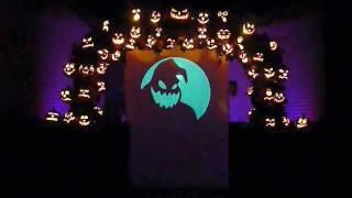 getlinkyoutube.com-Oogie Boogie's Song - Halloween light show 2011