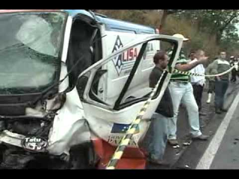 Acidente entre ambulância, carro e caminhão tem vítima fatal na PR-323 - Portal Pérola