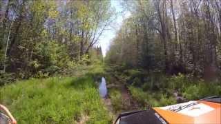 getlinkyoutube.com-RZR 900 breaking trail through thick mud