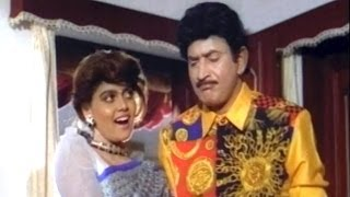 getlinkyoutube.com-Real Hero Scenes - Silk Smitha Give Lift To Paandu - Krishna