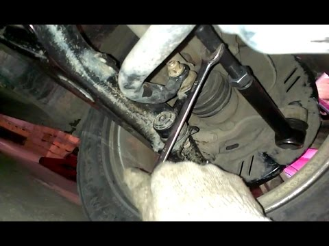 Заменить рулевые тяги и сделать схождение колёс самостоятельно