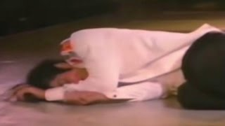 getlinkyoutube.com-Rare Footage! Michael Jackson Collapses Live on Stage due to Exhaustion