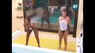 getlinkyoutube.com-Gostosa dançando funk molhadinha   fazenda de verão