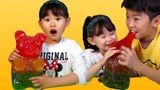 getlinkyoutube.com-라임의 초거대 하리보 곰젤리 먹기에 도전하다!! 먹방 챌린지 (World's Largest Gummy Bear Challenge) LimeTube & Toy
