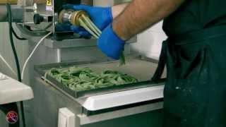 getlinkyoutube.com-Παραγωγή χειροποίητων ζυμαρικών στην Κέρκυρα