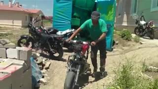 Erzincan'da hurdadan akrobasi motosikleti üretti