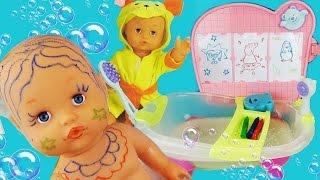 getlinkyoutube.com-Купаем пупсика в ванночке, играем, рисуем героев мультфильма, обзор набора / Baby Doll Bathh